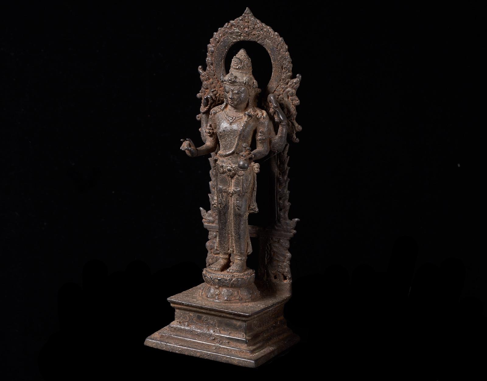 Алтарная бронзовая статуя бога Шива. фото VipKeris