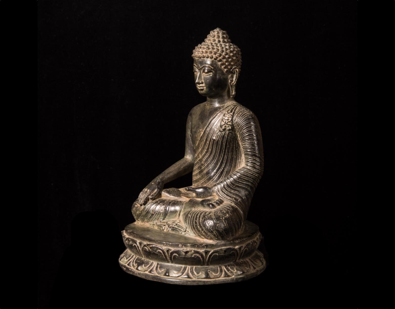 Бронзовая статуя Будды фото VipKeris
