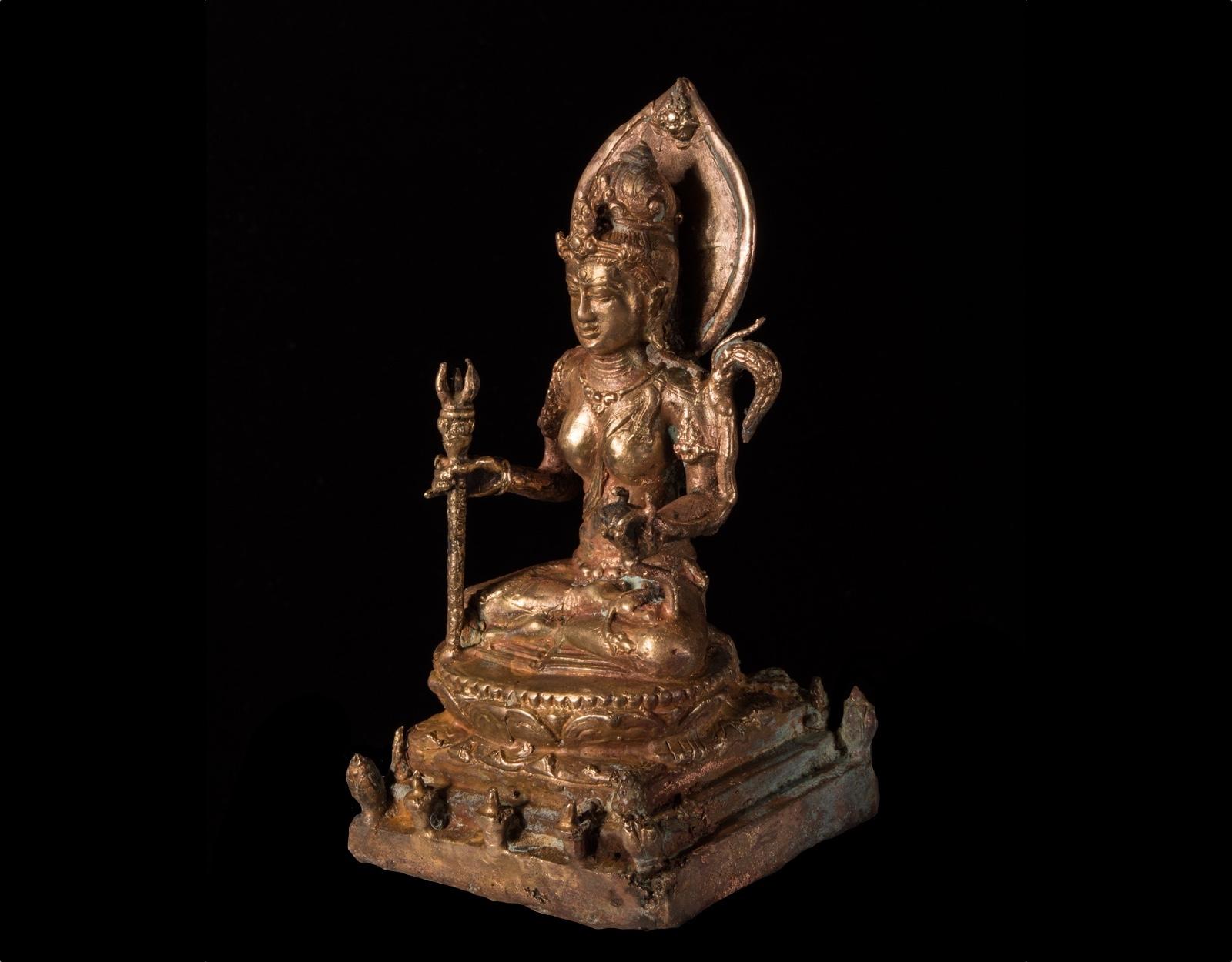 Старинная статуя божества Dewi Sri фото VipKeris