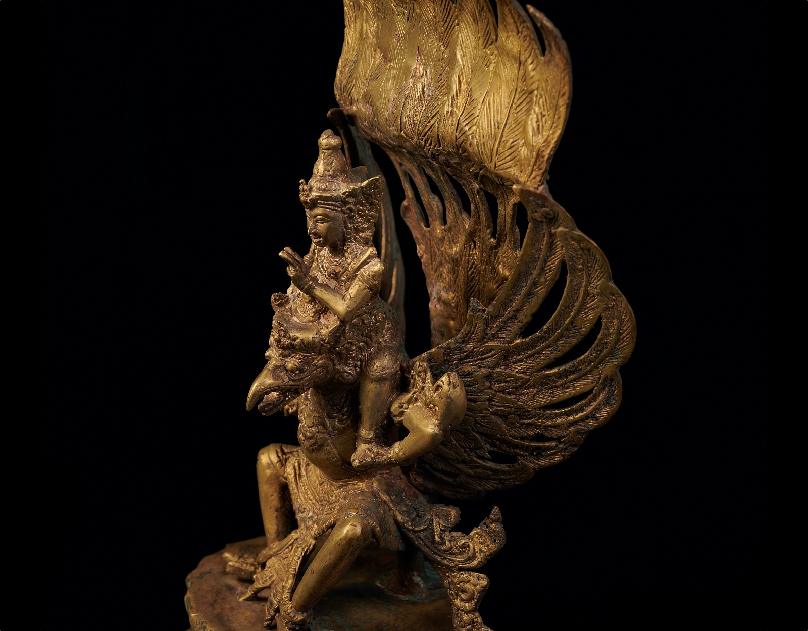 Старинная статуя Вишну на Гаруде фото VipKeris