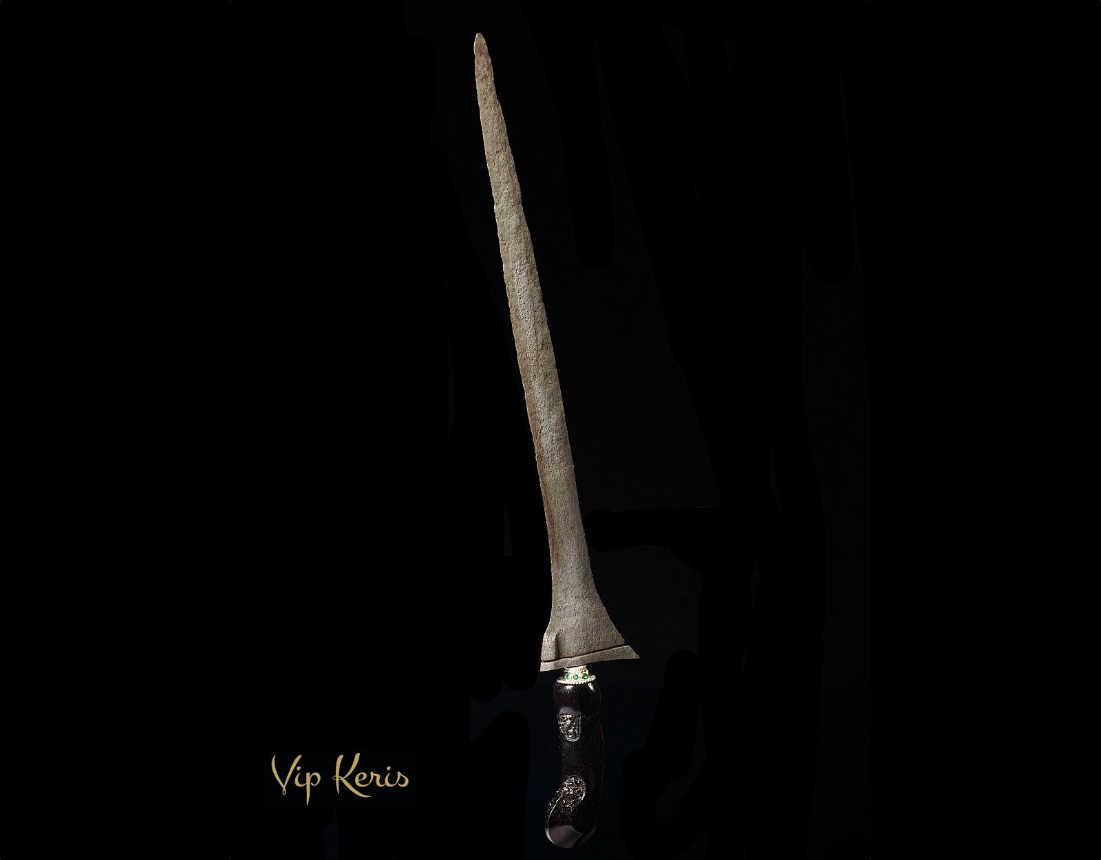 Прямой кинжал Крис Tilam Upih, хранитель рода. фото VipKeris