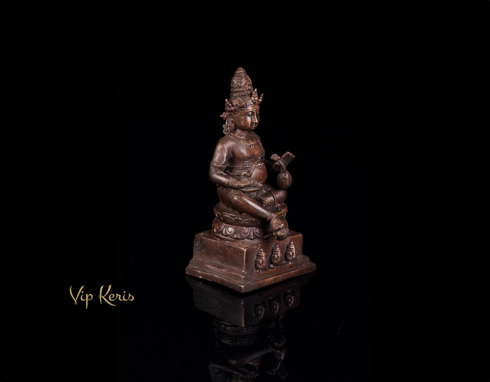 Кубера. Старинная бронзовая статуя. фото VipKeris