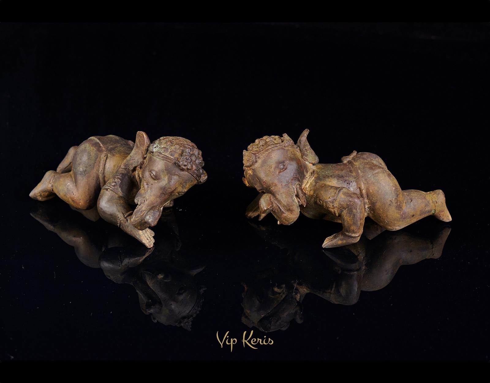Две статуи малышей Ганеша фото VipKeris