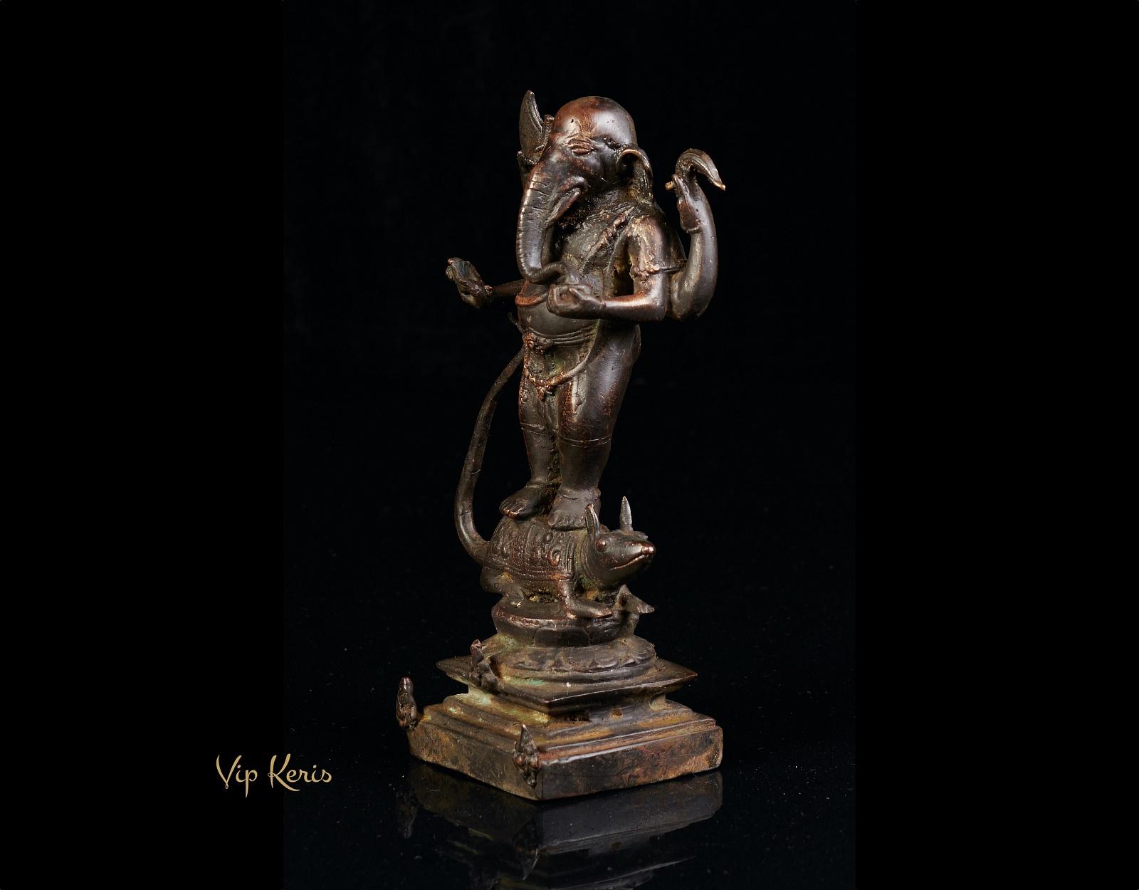 Старинная алтарная статуя Ганеша на мышке Мушаке фото VipKeris