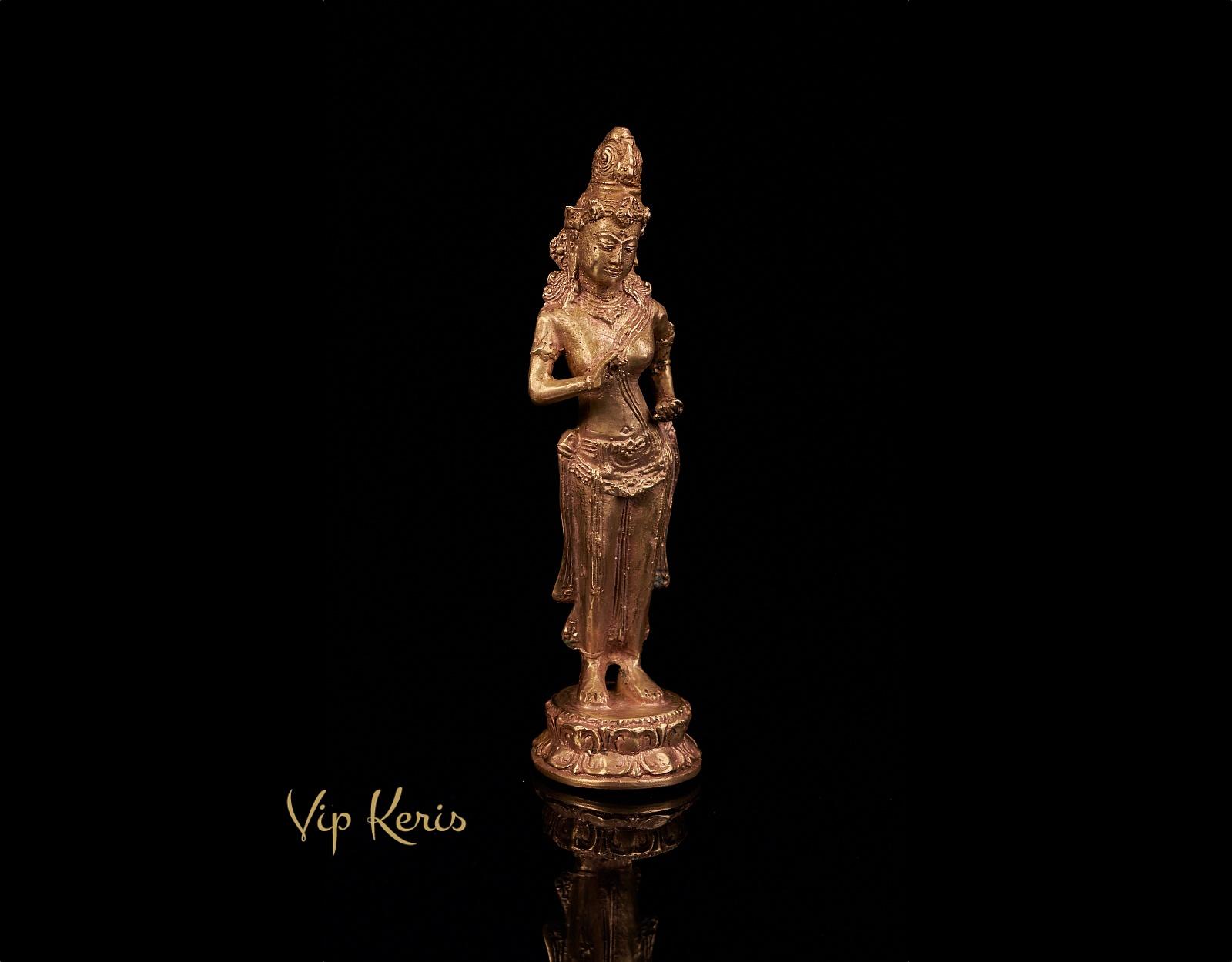 Редкая старинная алтарная статуя Лакшми. фото VipKeris